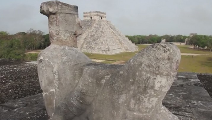 185_A_media_asomate_a_chichen_itza