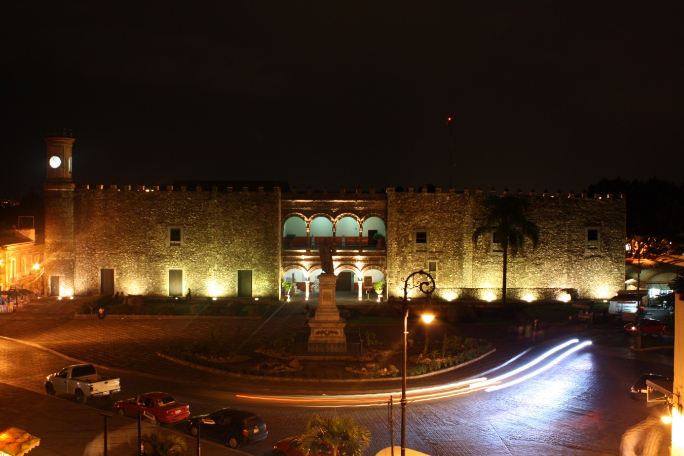 99_museo_regional_cuauhnahuac_vista_frontal_nocturna