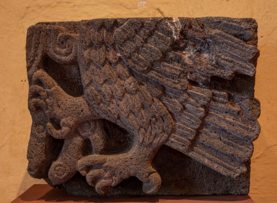 Águila en alto relieve
